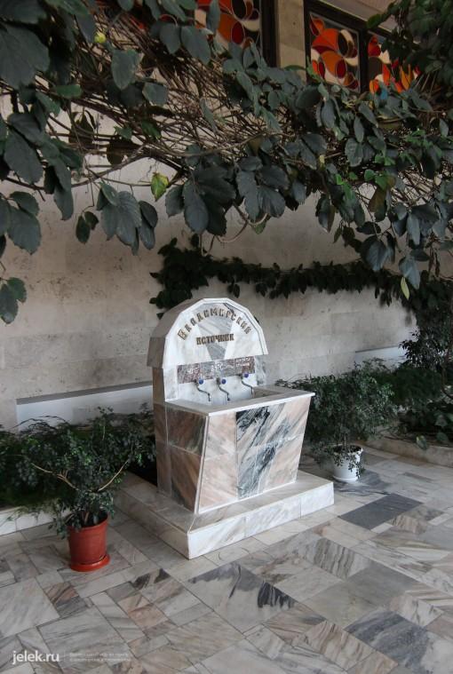 Бювет Владимирского источника минеральной воды в санатории Горный воздух