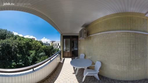 На балконе апартаментов санатория Горный воздух
