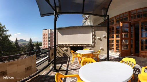 На балконе фитобара санатория Горный-воздух