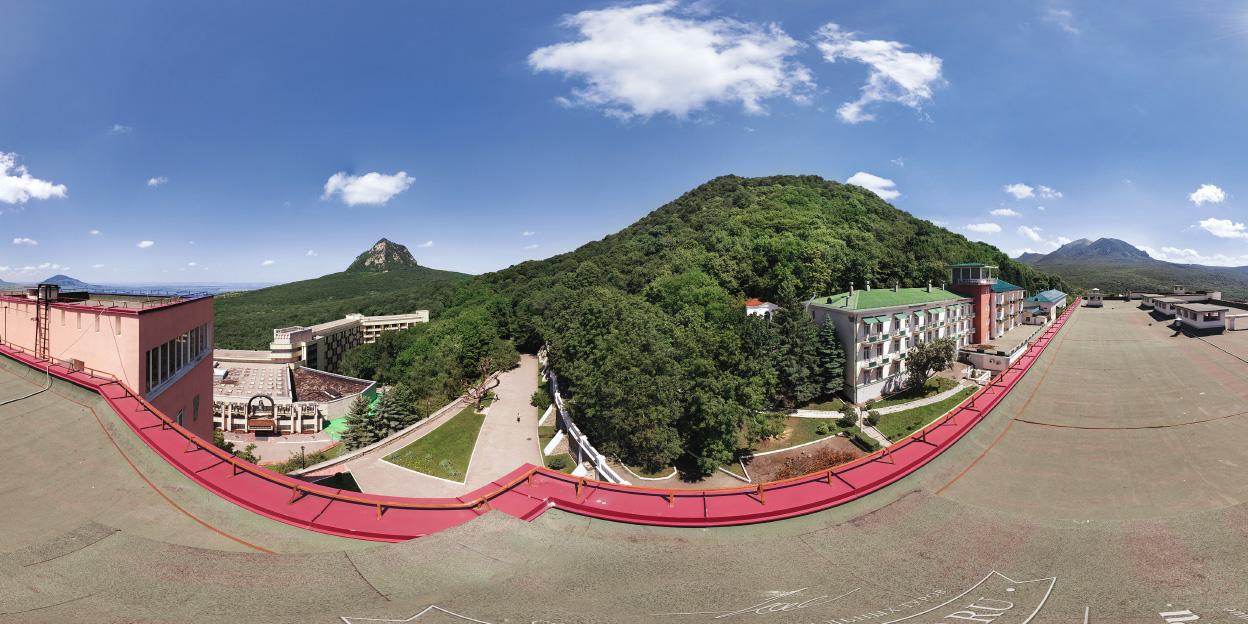 Вид на гору Железную с крыши санатория Горный Воздух, г. Железноводск