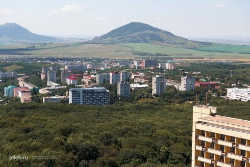 Вид с крыши санатория Горный воздух на город Железноводск