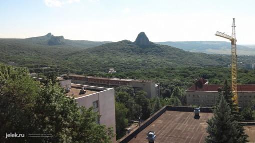 Вид с балкона корпуса В санатория Горный воздух