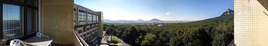 Вид с балкона корпуса «А» санатория «Горный воздух»