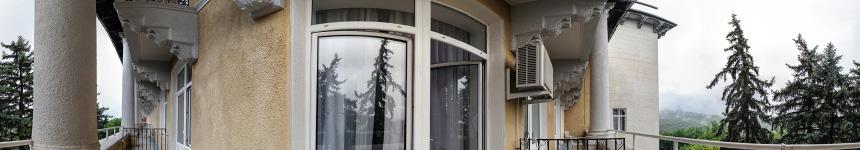 На балконе номера