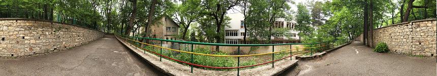 Выход из санатория в лечебный парк